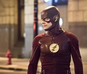 The Flash saison 2, épisode 22 : Barry (Grant Gustin) sur une photo