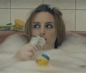 """Alison Wheeler lance sa chaîne YouTube avec """"La chanteuse de la salle de bain"""""""