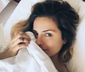 Clara Morgane dans un selfie naturel sublime et une photo nue glamour et sexy sur Instagram.