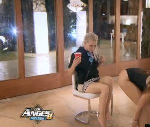 Aurélie Preston (Les Anges 8) fait un strip-tease torride pour Andréane
