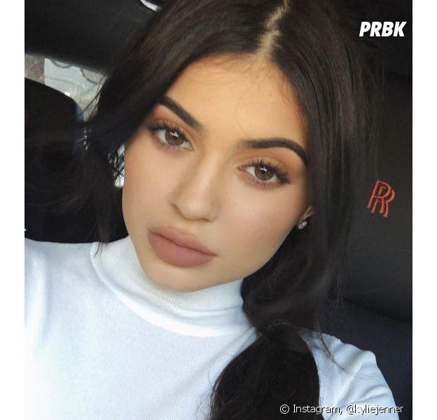 Kylie Jenner répond aux critiques sur sa marque de cosmétiques.