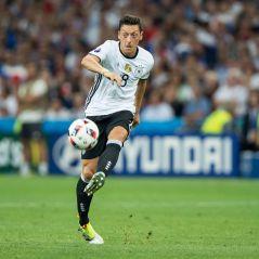 """Euro 2016 ⚽ Message touchant de Mesut Özil après France-Allemagne : """"le peuple français le mérite"""""""