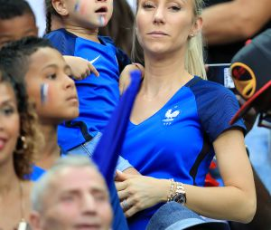 L'épouse de Patrice Evra, Sandra, en première ligne au Stade de France pour la finale de l'Euro 2016