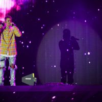 Justin Bieber ivre en plein concert au V Festival : ses fans se plaignent mais il assume