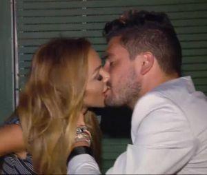 Fidji embrasse Kevin dans l'épisode 13 des Marseillais & Les Ch'tis VS Le reste du monde