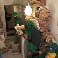 Remi Gaillard en Tortues Ninja ... aime les pizza