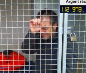 """Rémi Gaillard enfermé dans une gage pour la bonne cause, il craque : """"je n'en peux plus"""""""