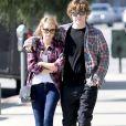 Emma Roberts et Evan Peters de nouveau en couple et fiancés