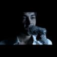 """Grégory Lemarchal dans son clip """"Le feu sur les planches"""" sorti en 2005"""
