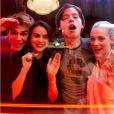 Riverdale : K.J. Apa, Cole Sprouse, Lili Reinhard et Camila Mendes complices sur le tournage