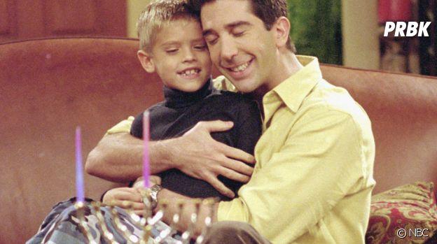 Cole Sprouse dans la série Friends à l'âge de 8 ans