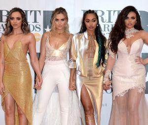 Perrie Edwards entourée des autres membres des Little Mix