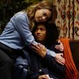 Grey's Anatomy saison 13, épisode 19 : Meredith (Ellen Pompeo) et Maggie (Kelly McCreary) sur une photo