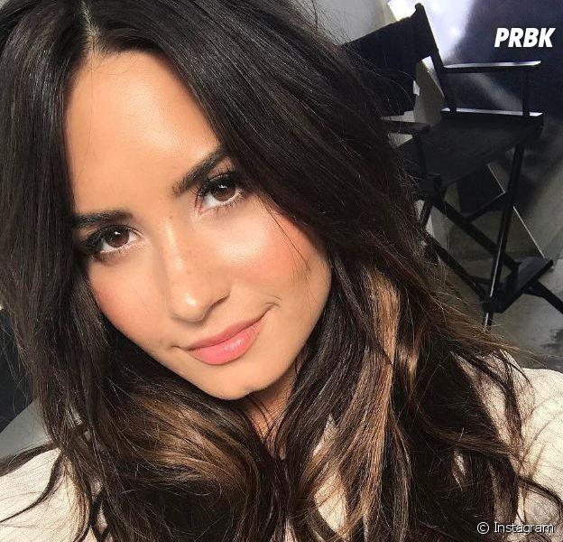 """Demi Lovato assume ses cuisses sans """"creux"""" : son beau message d'acceptation de soi."""