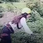 Miracle : malgré une chute de 15 mètres, cette femme survit à un saut à l'élastique raté 🙈