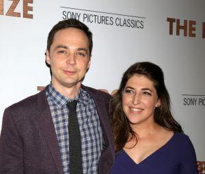 Jim Parsons et Mayim Bialik, sa partenaire dans The Big Bang Theory
