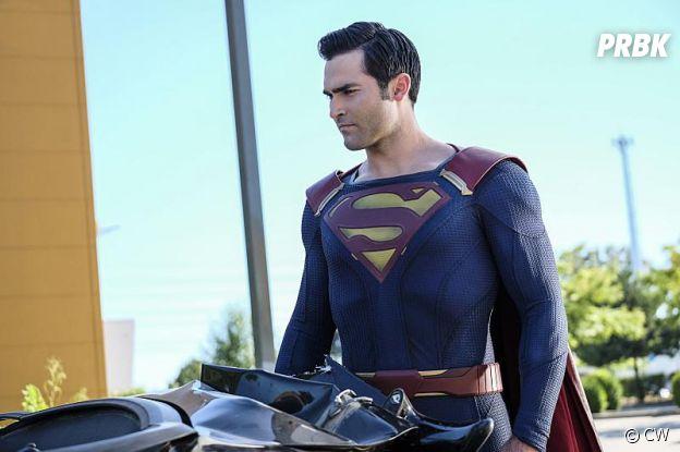 Tyler Hoechlin dans le rôle de Superman dans la saiosn 2 de Supergirl