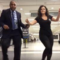 Coincée à l'aéroport, cette femme transforme son attente en vidéo trop cool 💃