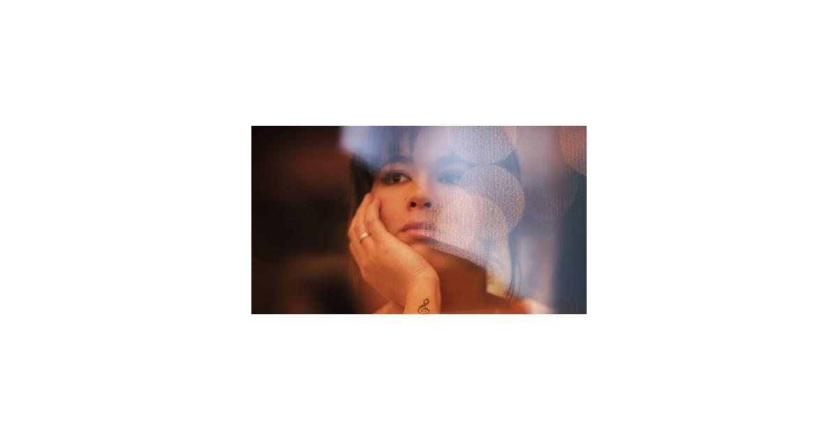 Chim ne badi en quilibre le clip de son dernier for Chimene badi le miroir