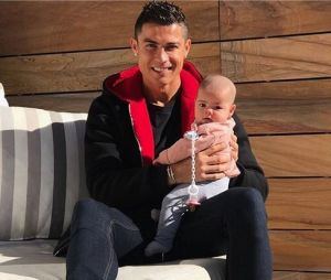 Cristiano Ronaldo pose avec sa fille Eva