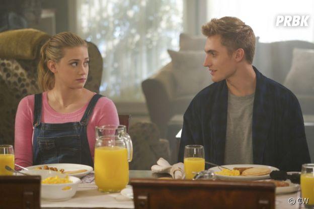 Riverdale saison 2 : le frère de Betty sur une photo de l'épisode 11