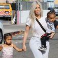 Kim Kardashian maman : la femme de Kanye West voudrait déjà un quatrième enfant, elle réagit à la rumeur sur Twitter !