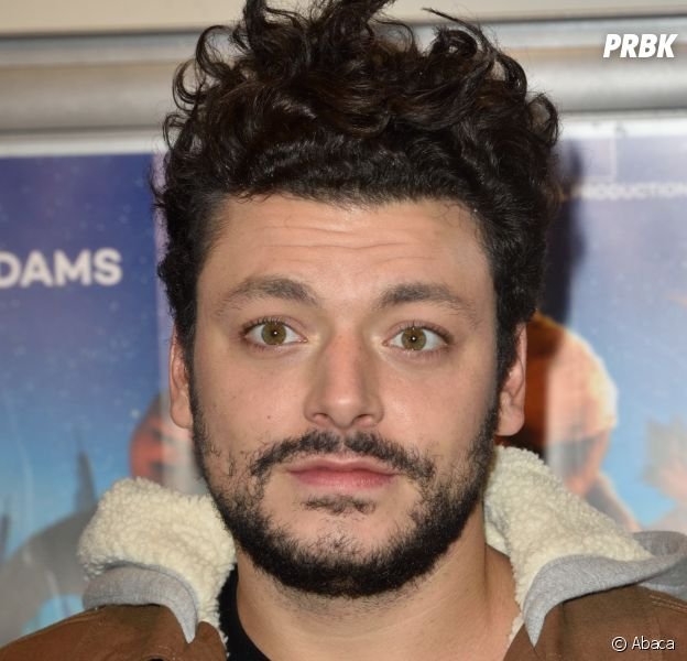 Kev Adams : quand il fait Tinder, Snapchat et Fifty Shades of Grey à sa grand-mère !