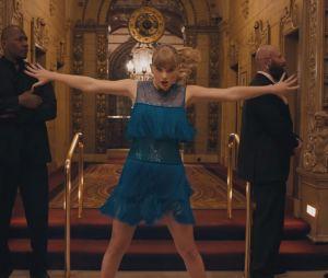 """Clip """"Delicate"""" : Taylor Swift passe de la célébrité à l'invisibilité et se lâche totalement"""