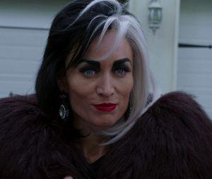 Once Upon a Time saison 7 : Cruella (Victoria Smurfitt) de retour pour le dernier épisode de la série