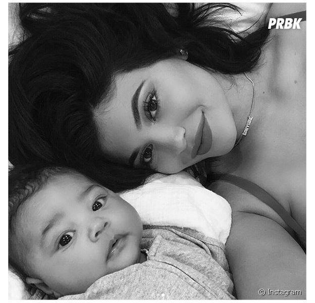 Kylie Jenner et sa fille Stormi posent pour un selfie posté sur Instagram