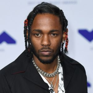 """Kendrick Lamar stoppe une fan qui scande le """"N-word"""" en plein concert"""