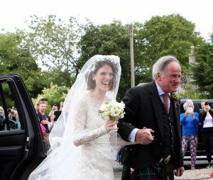 Rose Leslie et son père arrivent à l'église pour son mariage le 23 juin 2018 en Ecosse