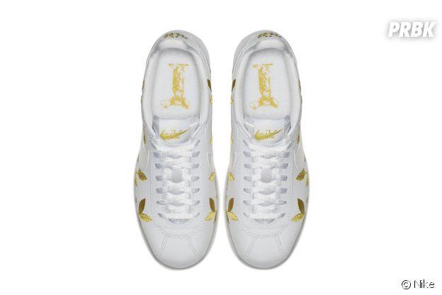 Les Nike Cortez revisitées en version florale.
