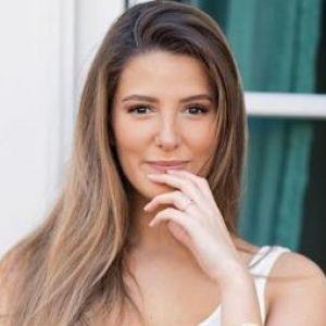 Emma CakeCup s'excuse après sa photo bad buzz sur le 11 novembre