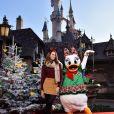 Kaya  Scodelario à Disneyland Paris pour Noël et les 90 ans de Mickey
