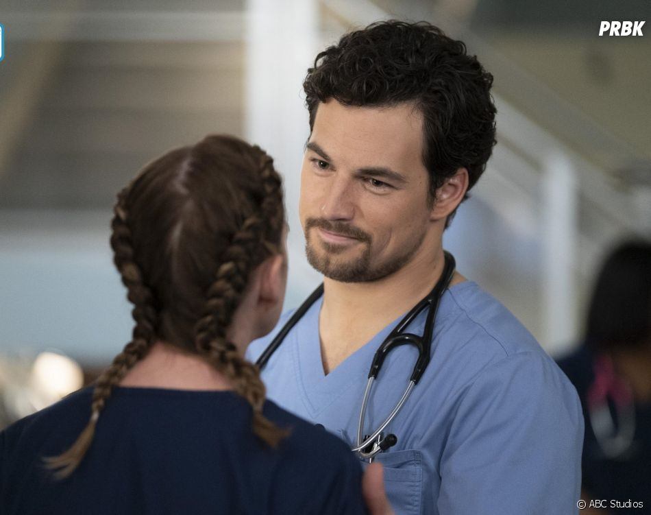 Grey's Anatomy saison 15, épisode 9 : Andrew (Giacomo Gianiotti) sur une photo