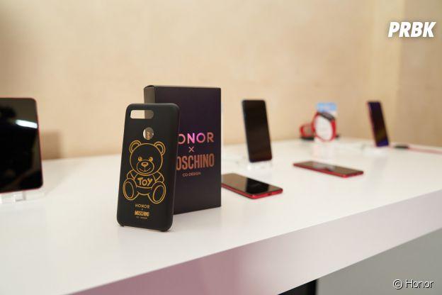 Honor x Moschino : le Honor View 20 aux couleurs de la marque italienne.