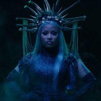 """Nicki Minaj détruit Drake et Cardi B dans son nouveau clip """"Hard White"""" 🦂"""