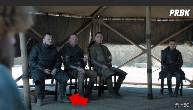 Game of Thrones saison 8, épisode 6 : deux bouteilles d'eau apparaissent