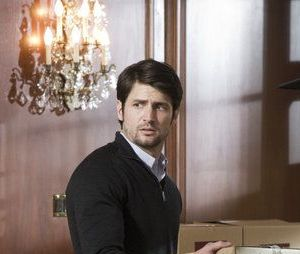 James Lafferty dans Crisis