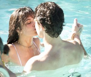 Shawn Mendes et Camila Cabello en couple : ces nouvelles photos de baisers torrides et de câlins ne laissent plus aucun doute