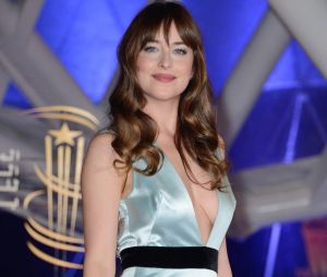 Dakota Johnson et Chris Martin de nouveau en couple : ils s'affichent complices à la plage