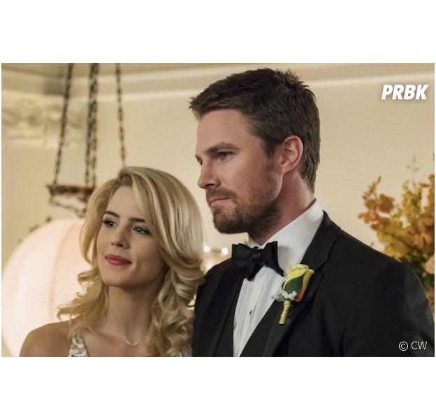 """Arrow saison 8 : Stephen Amell déçu de l'absence d'Emily Bett Rickards (Felicity) : """"J'aurais préféré qu'elle reste jusqu'à la fin"""""""
