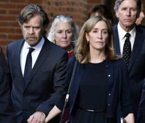Felicity Huffman accompagnée de son mari William H. Macy au tribunal de Boston le 13 septembre 2019