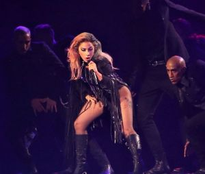 Lady Gaga victime d'une grosse chute sur scène
