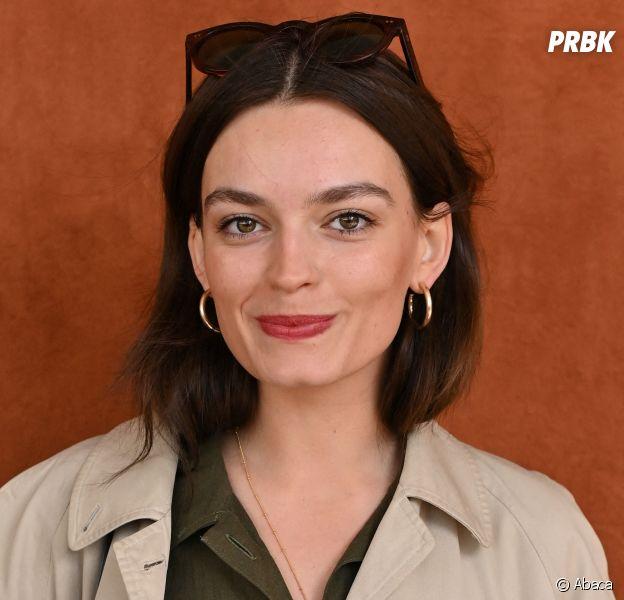"""Emma Mackey (Sex Education) se confie sur son adolescence : """"Je n'étais pas populaire"""""""