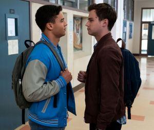 David VS Justin dans 13 Reasons Why : c'est Diego qui se fait arrêter par la police, ce qui mène à des émeutes au lycée