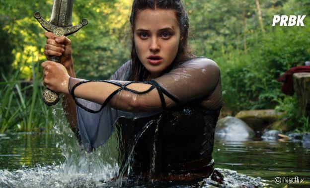 Katherine Langford dans Cursed, la rebelle