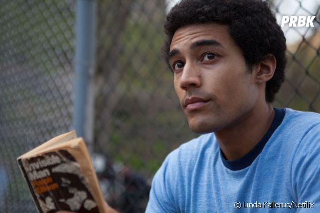 Devon Terrell dans le rôle de Barack Obama dans Barry