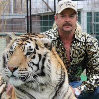 """Tiger King : Netflix poursuivi en justice pour """"violation de marque et de droits d'auteur"""""""